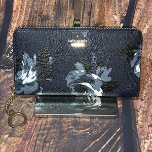 KATE SPADE ♠️ - Flower Wallet